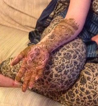 henna night what to expect when going to a henna party the